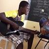 Samedi 20 Juin 2015. Wedley joue à la guitar
