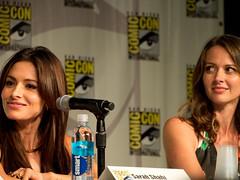 Amy Acker & Sarah Shahi Comic Con 14b