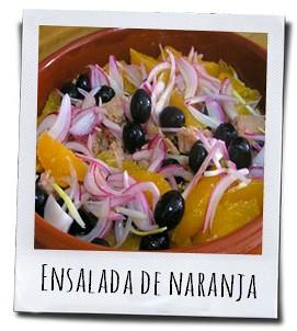 Heerlijke sinaasappelsalade met tonijn, ui en zwarte olijven