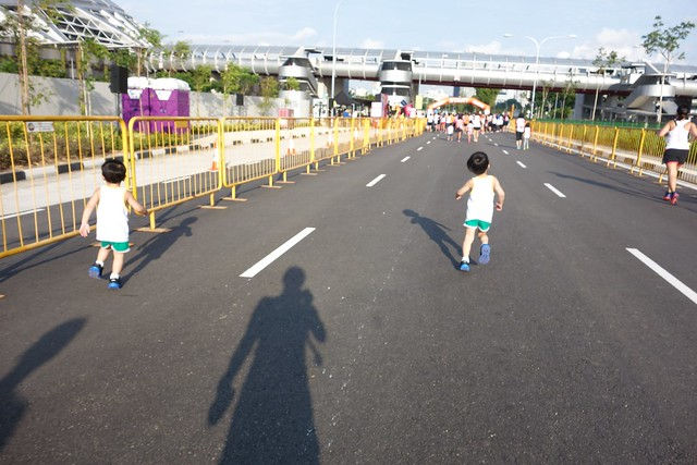 Running away from me towards the START line!