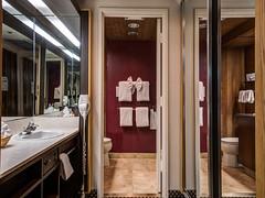 king-parlor-room-vanity