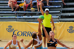 sprint(0.0), ball over a net games(0.0), swimmer(0.0), heptathlon(0.0), volleyball player(1.0), volleyball(1.0), sports(1.0), team sport(1.0), ball game(1.0), beach volleyball(1.0), athlete(1.0),