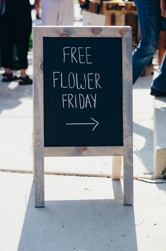 Flowers for Dreams Free Flower Friday in Chicago on juliettelaura.blogspot.com