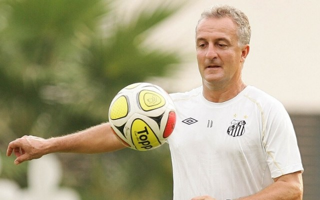 Dorival cita necessidade de mais um zagueiro no elenco do Santos