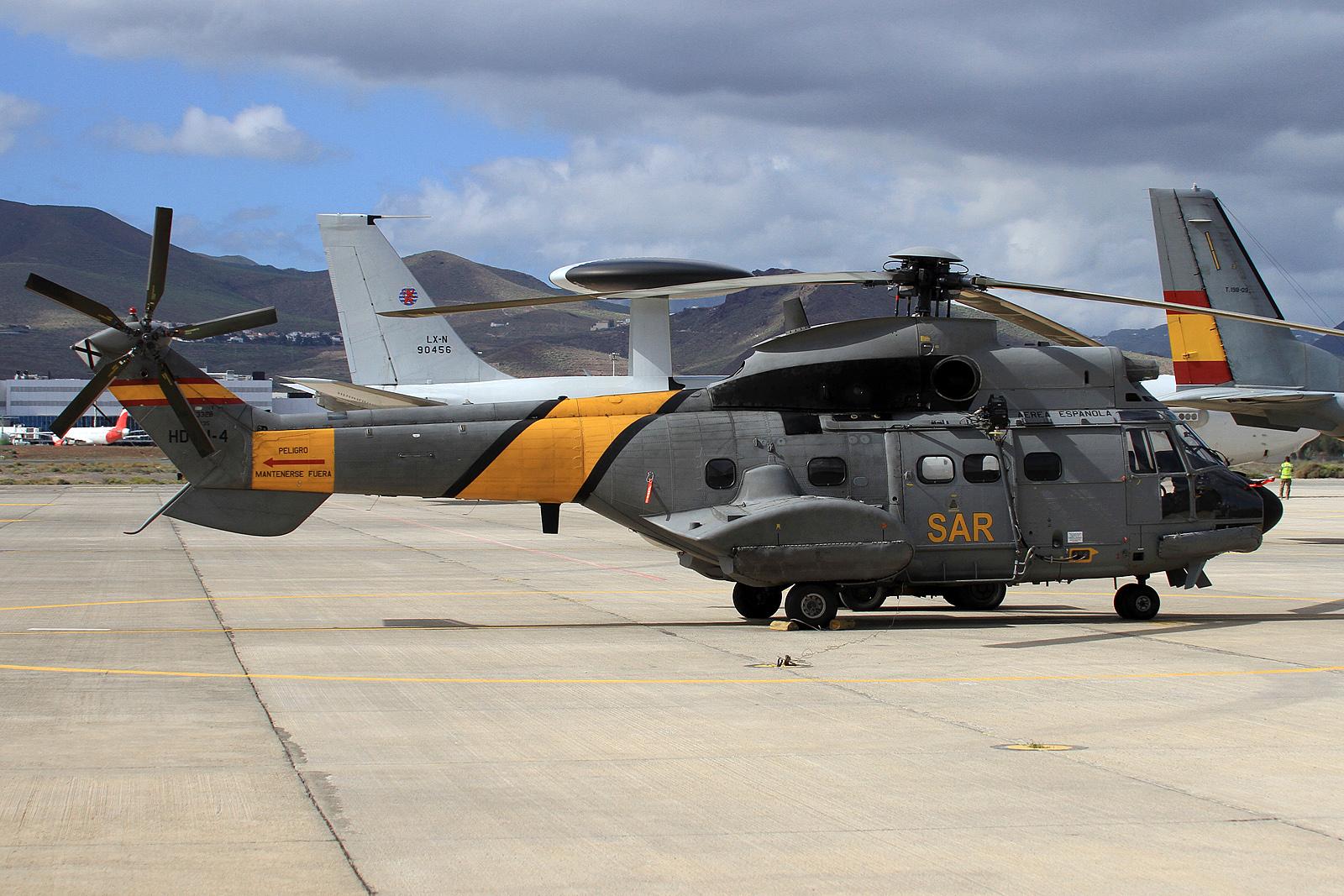 Super Puma en la Base Aérea de Gando