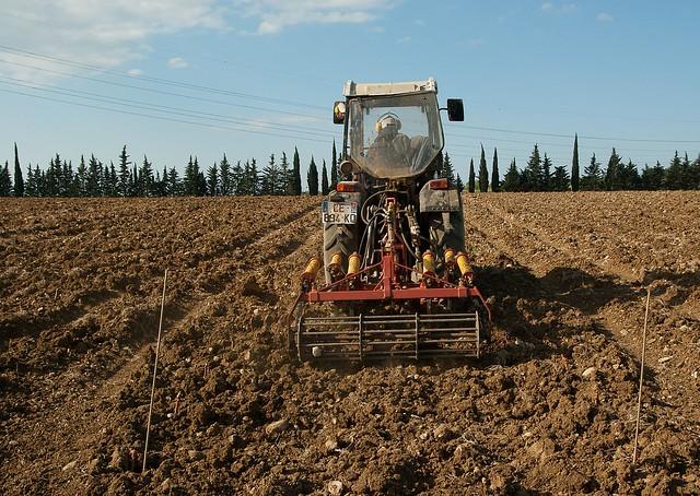 Artigo: Os benefícios da reforma agrária para a indústria da mecanização agrícola