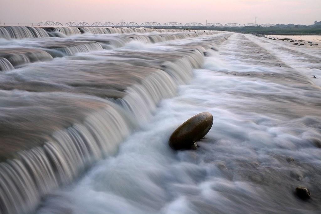 拍水兩三事  (高屏溪攔砂壩)