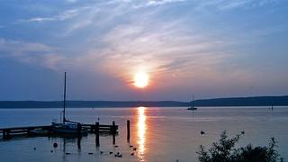 Idyllisch warmer Sommer Sonnenuntergang an der Flensburger Förde