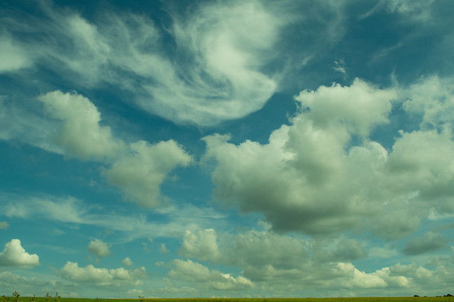 20150704-03_Big Blue Sky-Fluffy White Swirly Clouds near Rugby