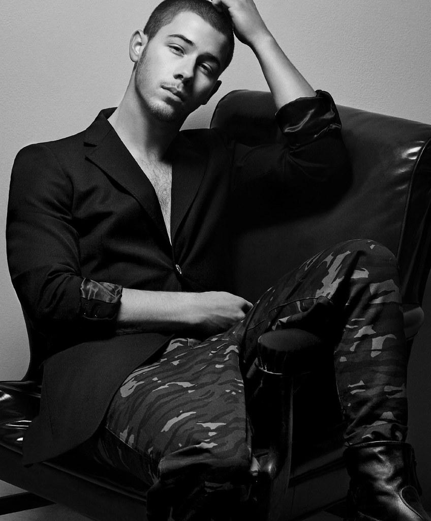 Ник Джонас — Фотосессия для «Essential Homme» 2016 – 6