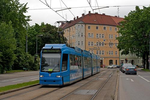 R3-Wagen 2217 erreicht den St.-Martins-Platz — hier besteht Umsteigemöglichkeit zu den SEV-Bussen 17 und 15/25