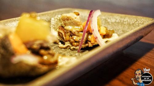 Lentejas con crujiente de salmón y escabeche de conejo a la naranja - Casa Elena