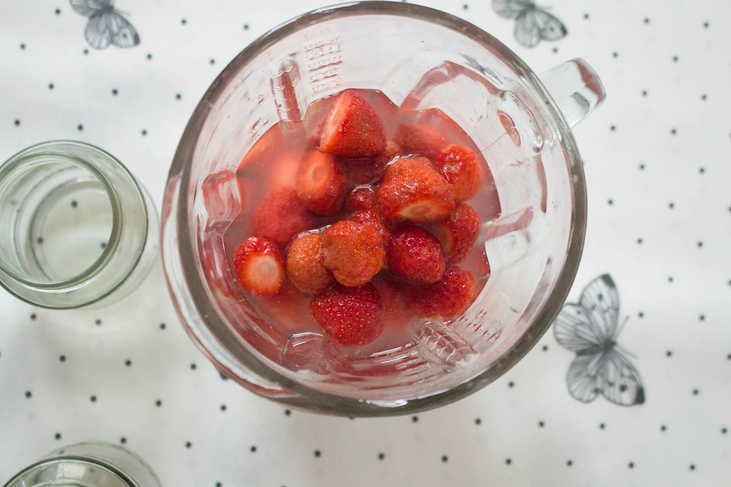 zwergenprinzessin trinkt: strawberry gin and tonic