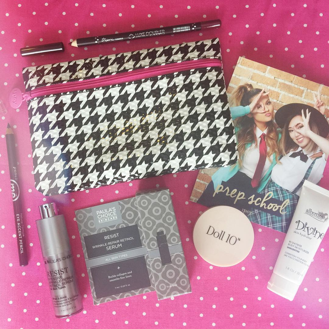Ipsy Day is the best! 👍 Houndstooth is one of my favorite patterns and mixed with pink 💗 it's even better! This bag is a fun one with Albertini Divine Skin Hydrator, Doll 10 HydraGel Cream Blush in Flirt, Paula's Choice Skincare Resist