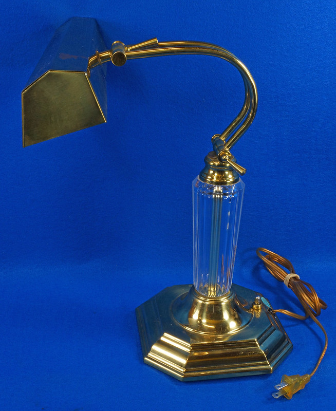 RD15252 Vintage Brass & Lucite Bankers Desk Piano Portable Lamp Light 3-Way Adjustable Arm DSC08723