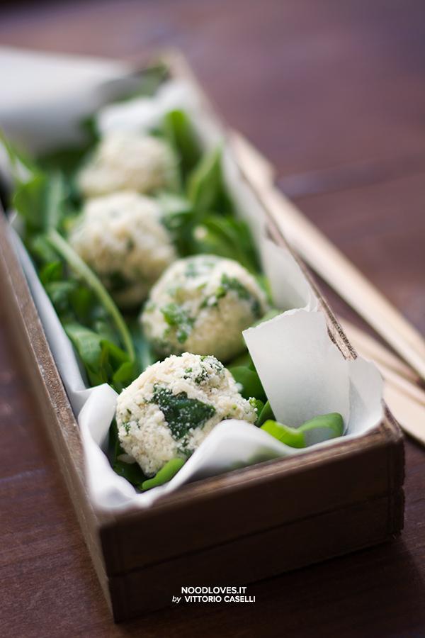Tartufini salati quinoa parmigiano ricotta rucola