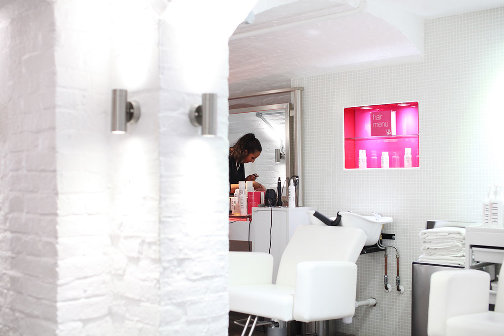 blo-blow-dry-bar-nail-service-at-the-salon-in-covent-garden