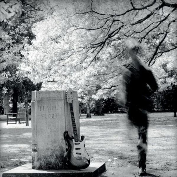 Вини Райли в Садах Марии-Луизы (Дидзбери, 1980-е). Фото: Kevin Cummins