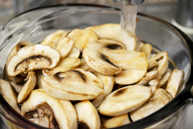 Chilli Mushroom Recipe - Step1