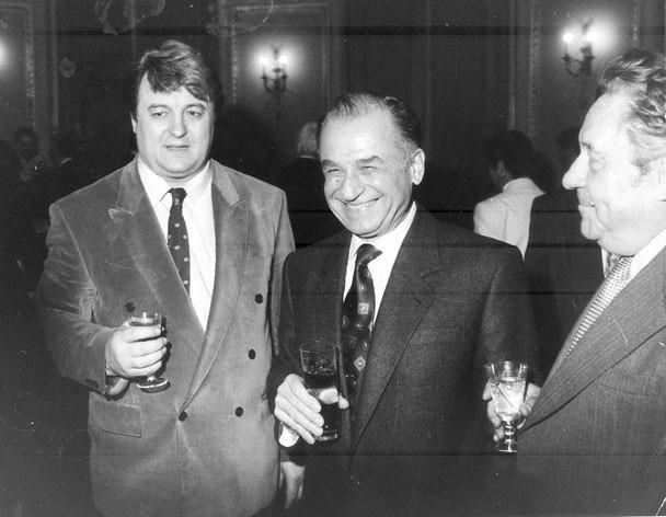 Vadim Tudor si, in mijloc, Ion Iliescu