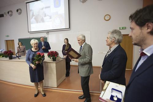 Apbalvoti labākie 2016. gada Latvijas ķīmijas un dabaszinību skolotāji