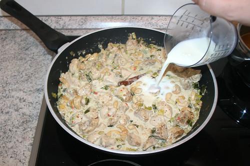 47 - Sauce bei Bedarf mit Milch oder Wasser verdünnen / Thin sauce with milk or water if necessary