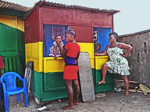 ghana accra jamestown lottery kiosk black women baby shanty town usshertown solo travel bilwander gηανα africa westafrica african