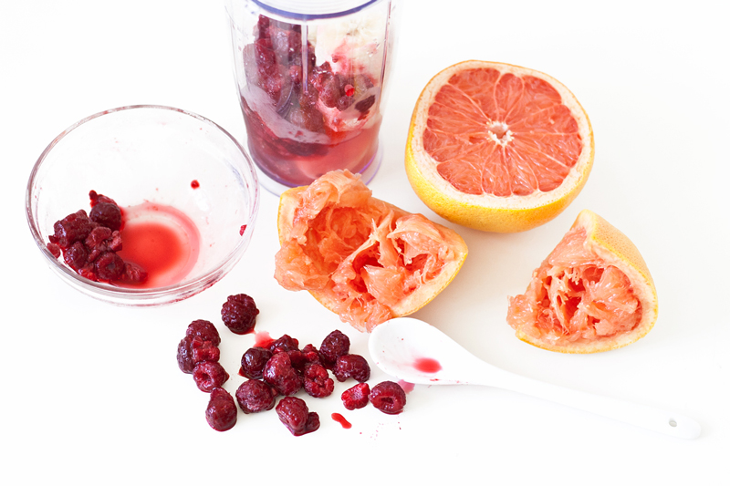 06-smoothie-recipe-grapefruit-raspberry