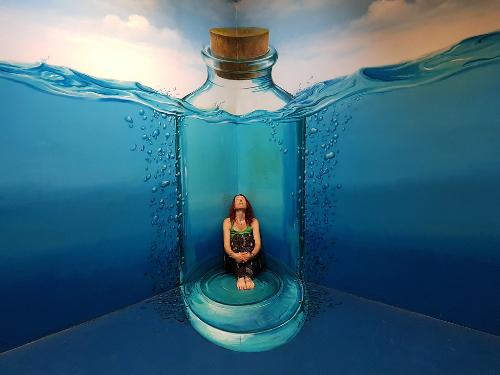 Stuck in a bottle, Art in Paradise