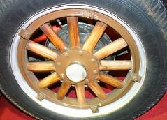 automotive exterior(0.0), steering wheel(0.0), formula one tyres(0.0), alloy wheel(0.0), bumper(0.0), tire(1.0), automotive tire(1.0), wheel(1.0), rim(1.0), hubcap(1.0), spoke(1.0),