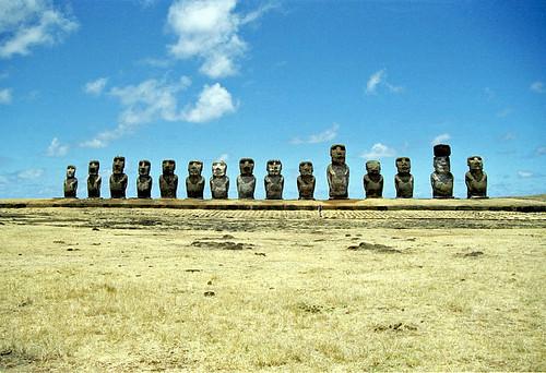 1998/01/04 - 10:00 - fifteen moai (Ahu Tongariki)