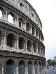 basilica(0.0), amphitheatre(1.0), ancient roman architecture(1.0), arch(1.0), ancient history(1.0), tourism(1.0), landmark(1.0), architecture(1.0), ancient rome(1.0), facade(1.0), triumphal arch(1.0),