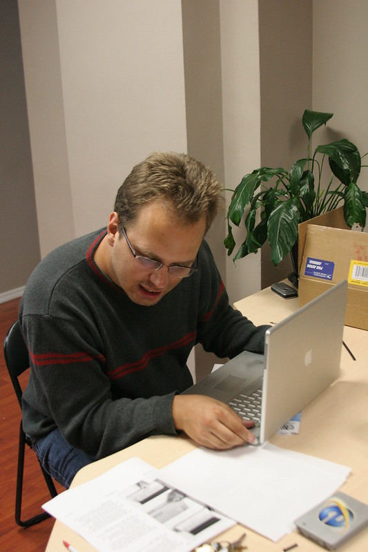 Me Trying to Lift the Powerbook Casing
