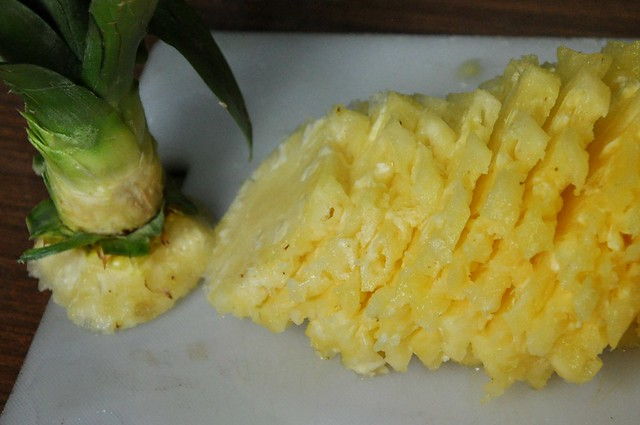 How to cut a pineapple like an Ilocano 9