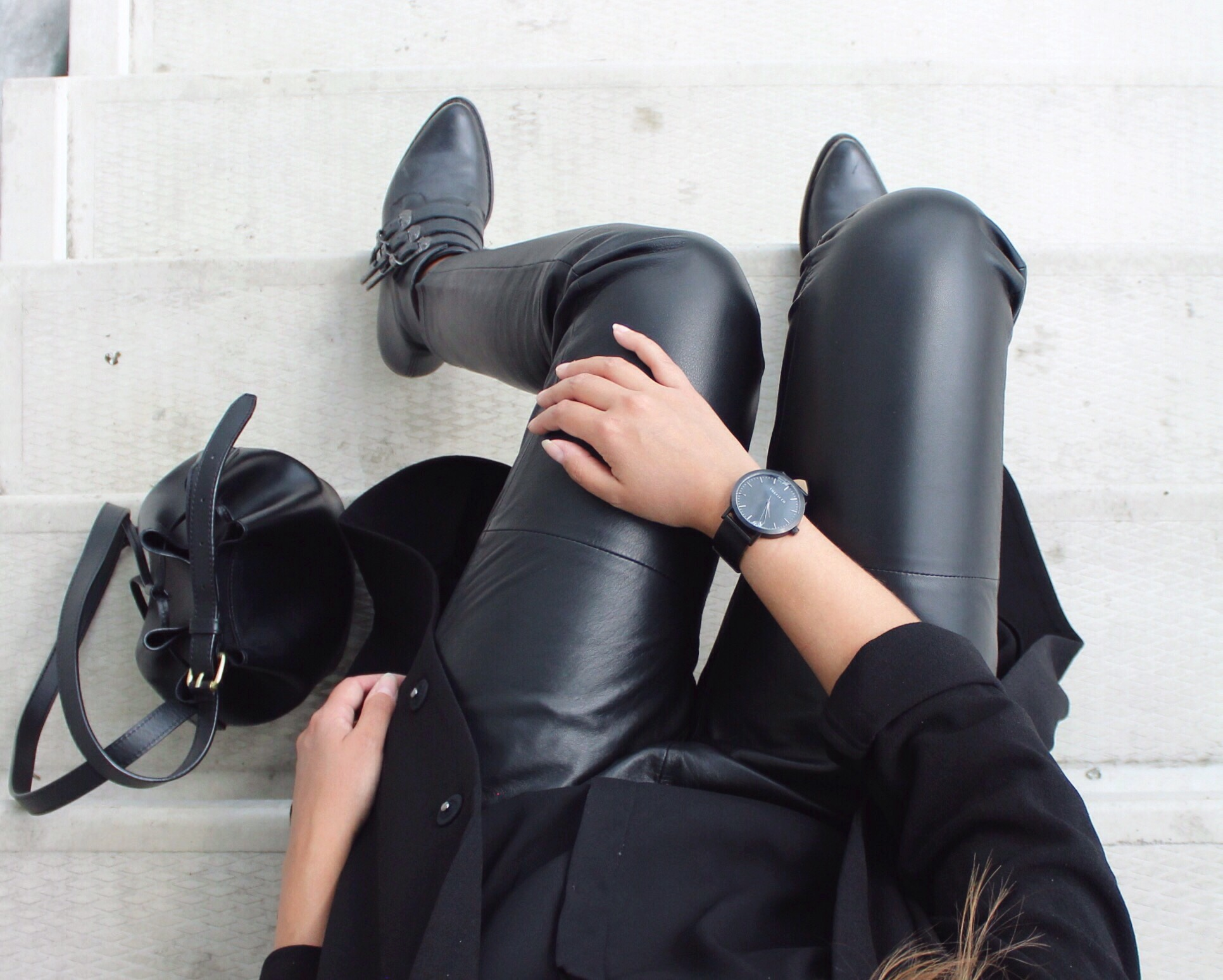 Outfit-from-above-all-black-the-fifth-watches