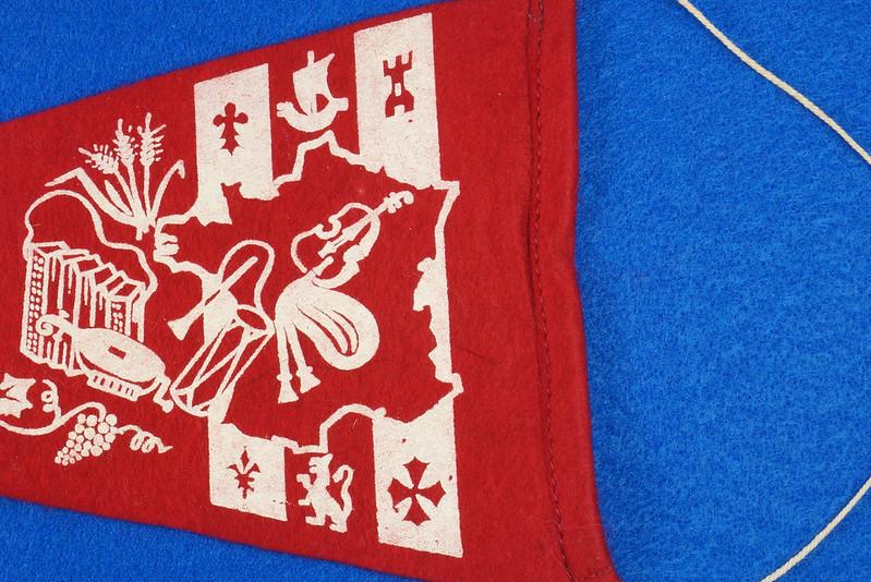 RD15161 Vintage France PARIS Eiffel Tower 2 Sided Red Mini Flag Felt Pennant 11 inch DSC08712