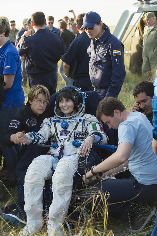 """[ISS] Expédition 43 """"Déroulement de la mission"""" - Page 7 18111988653_fb4c265721_c"""