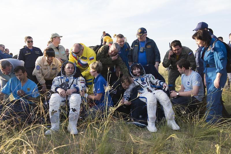 """[ISS] Expédition 43 """"Déroulement de la mission"""" - Page 7 18732955385_2ac62b883b_c"""