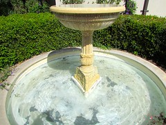 water feature(1.0), bird bath(1.0), fountain(1.0),