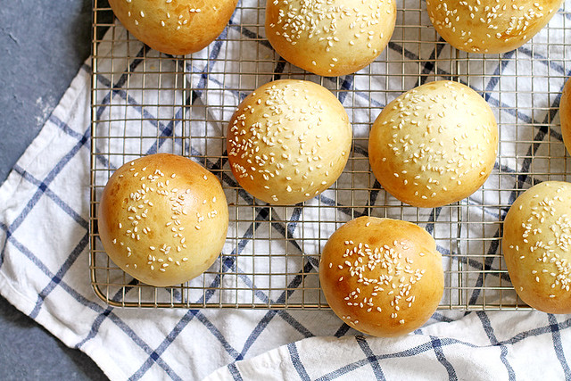 40-Minute Super Soft Hamburger Buns | girlversusdough.com @girlversusdough