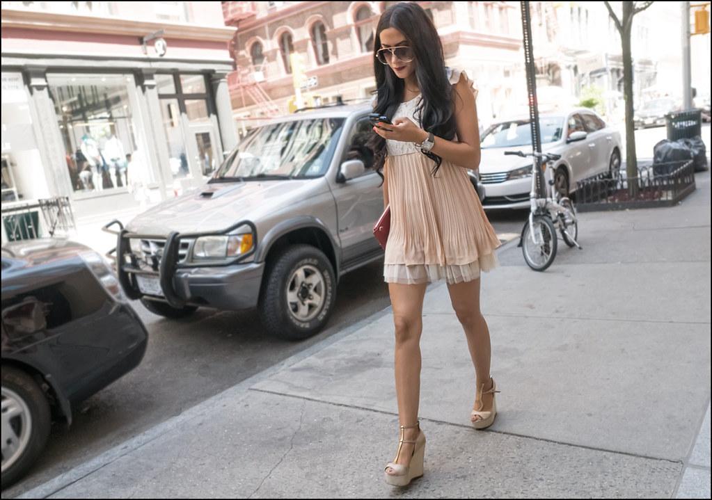 SS6-15 17w peach pleated babydoll mini dress platform sandals huge sunglasses