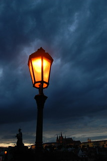 Изображение Карлов мост вблизи Malá Strana. nightphotography lamp night streetlight prague praha lamppost czechrepublic