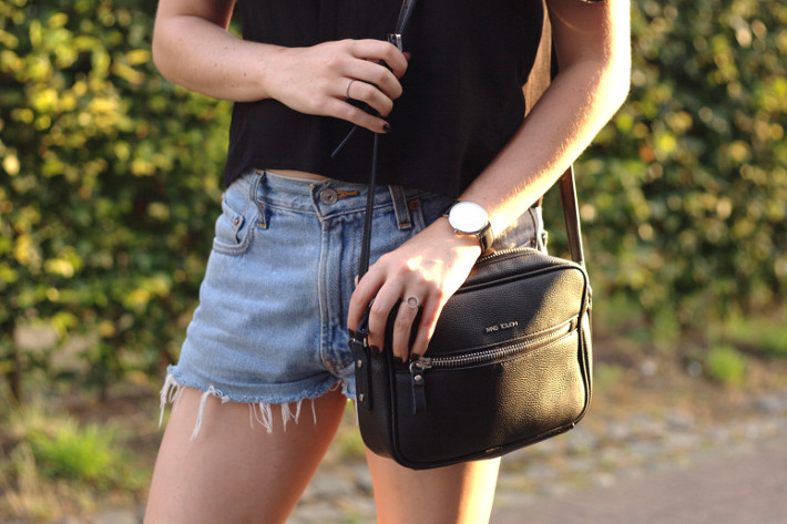 levi's shorts, cross body bag