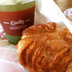 kouign amann (buttery & flaky) & mint water♡ #latourcafe #hawaii #kouignamann