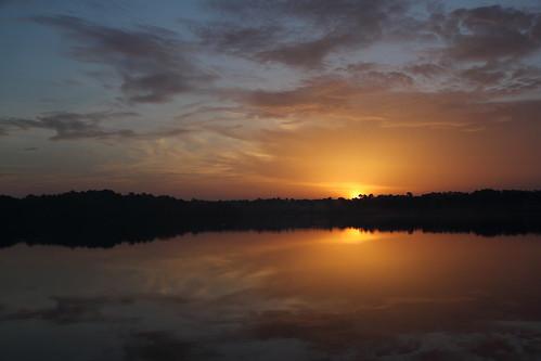 Lever de soleil sur le lac du Bousquet à Hostens