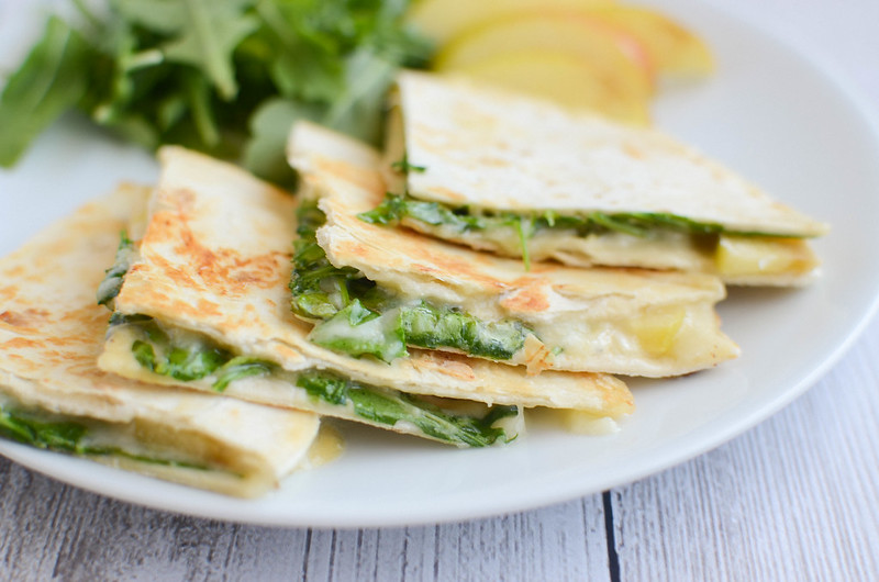 Apple and Brie Quesadillas - easy and delicious meatless meal! Crisp apples with melty brie and peppery arugula.