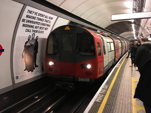 Northern Line 95ts 51608 @Bank