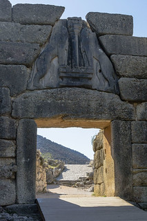 Bild av  Mycenae. grecia greece peloponnese peloponeso mycenae micenas ruins ruinas gate puerta leones lion escultura sculpture ancient antigüedad