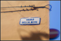 Bologna in agosto: vicolo della Neve
