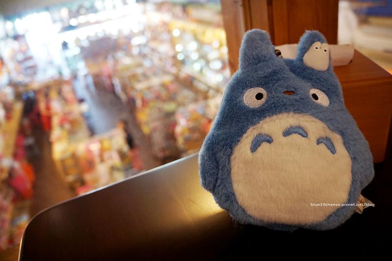 18885153632 8847c5f2e8 c - 【台中西屯】東京雜貨樂園.2F龍貓咖啡館-被龍貓包圍的幸福裝潢.喝杯龍貓咖啡.親子咖啡館餐廳.逛逛史努比kitty布丁狗多拉ㄟ夢米奇拉拉熊蛋黃哥老皮的生活精品雜貨玩具